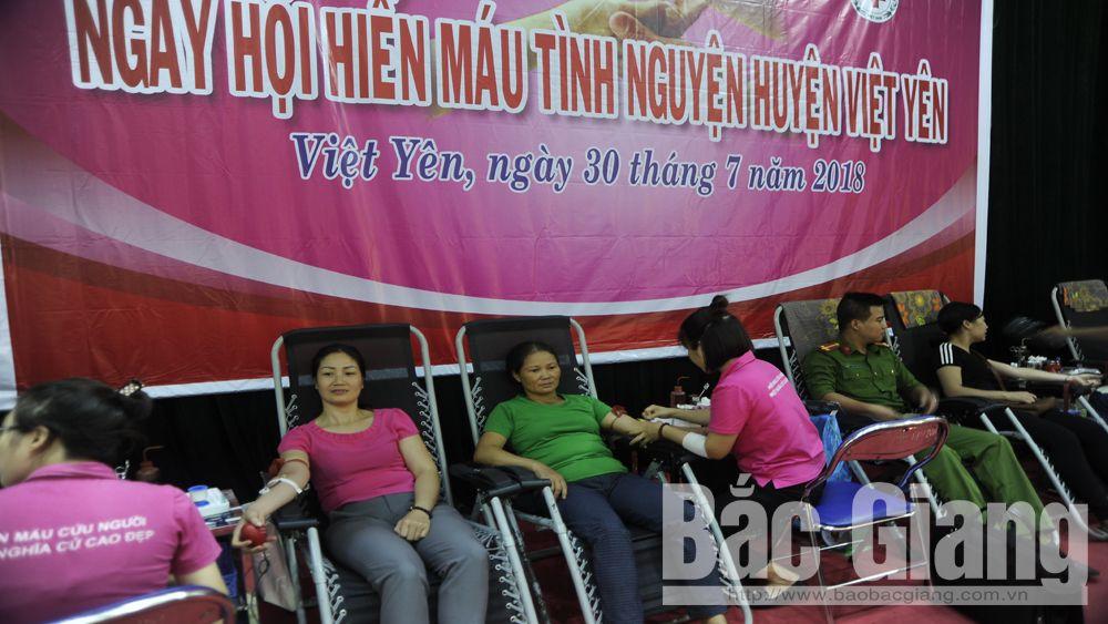 Hơn 2 nghìn người tham gia hiến máu