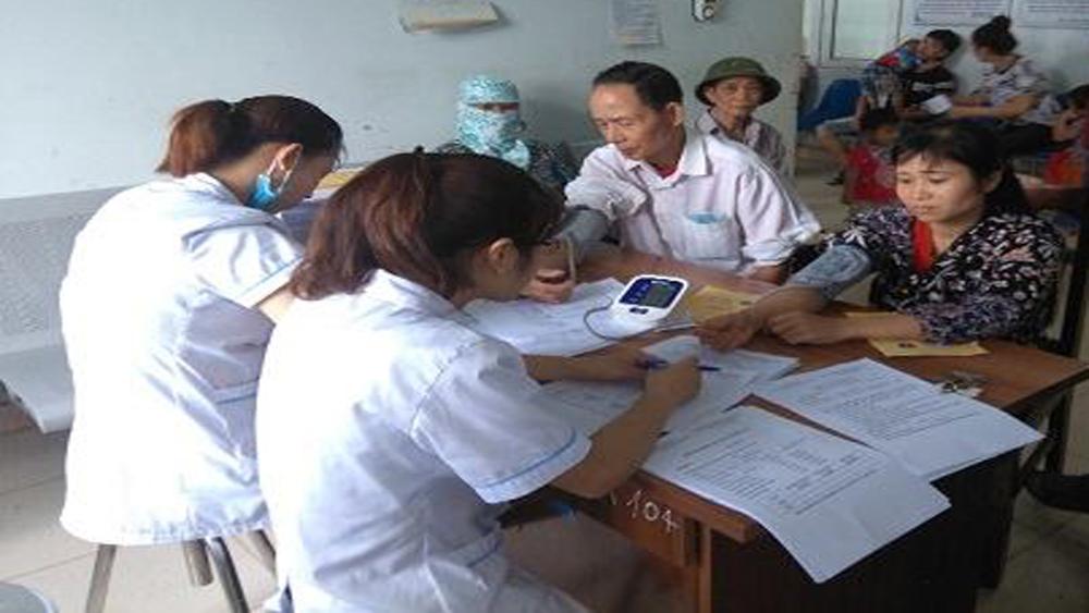 Bệnh viện Đa khoa huyện Lục Nam: Đo huyết áp miễn phí cho người dân