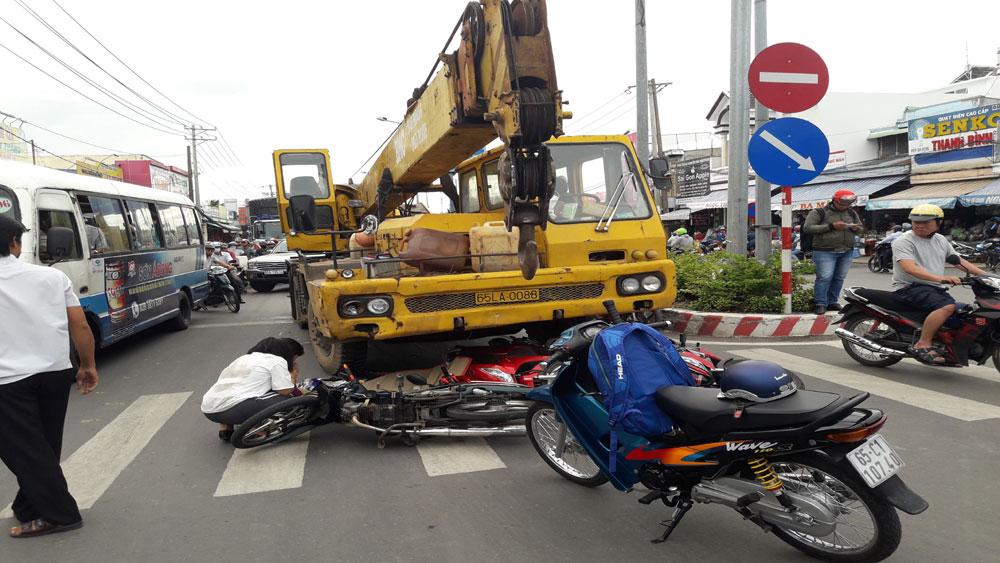 Cần Thơ: Tai nạn giao thông nghiêm trọng tại chốt đèn giao thông, nhiều người thương vong