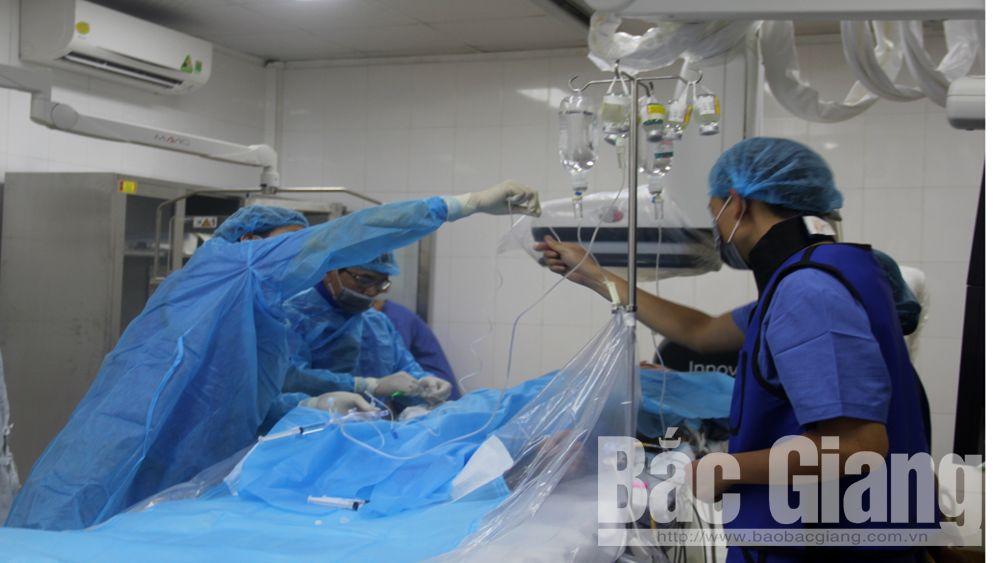 Từ nguồn vốn xã hội hóa, Bệnh viện Đa khoa tỉnh đầu tư hệ thống máy chụp mạch số hóa xóa nền tại đơn vị tim mạch phục vụ công tác điều trị.