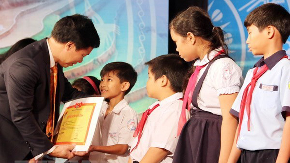 About 1,000 scholarships to be presented to poor children