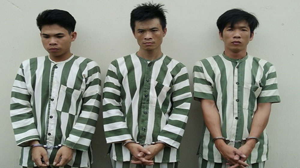 Nhóm thanh niên dùng súng cướp ôtô đang chạy ở Đồng Nai