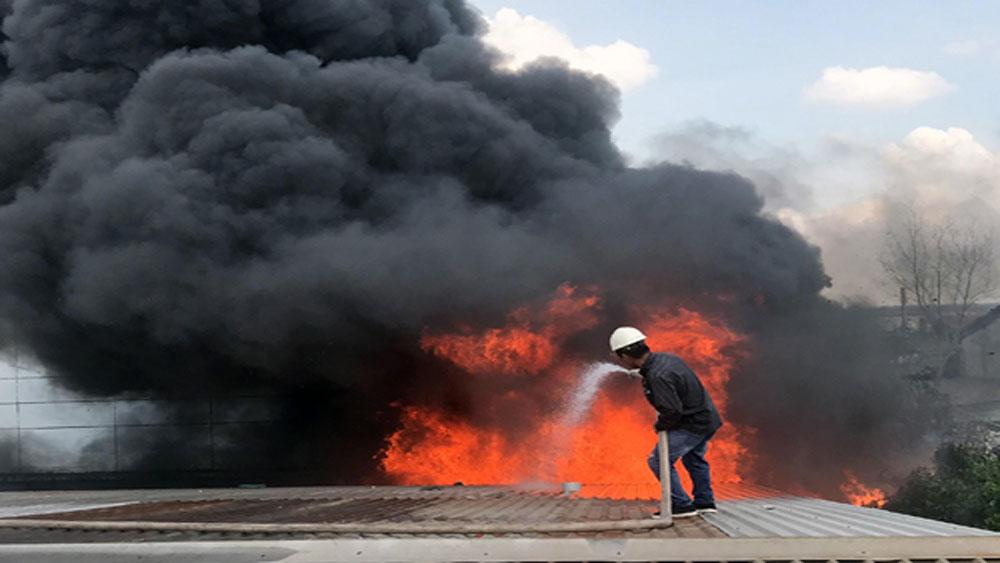 Người dân náo loạn vì khu công nghiệp ở TP Hồ Chí Minh bốc cháy