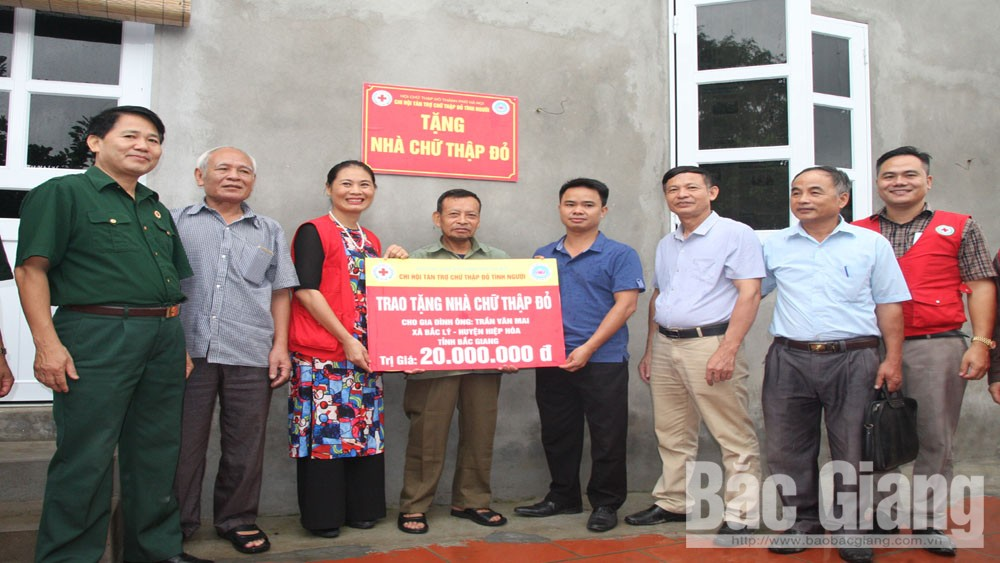 Nearly 840 million VND donated to needy people