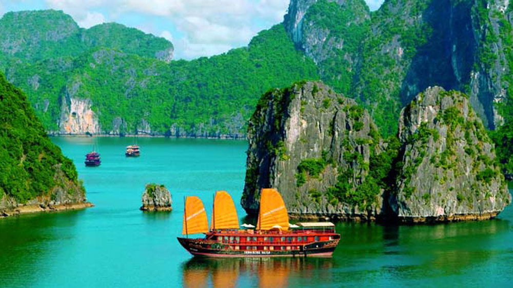 Quang Ninh records growing number of visitors in seven months