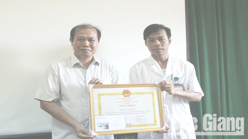 Doctor in Son Dong district honored for donating blood to save patient' life