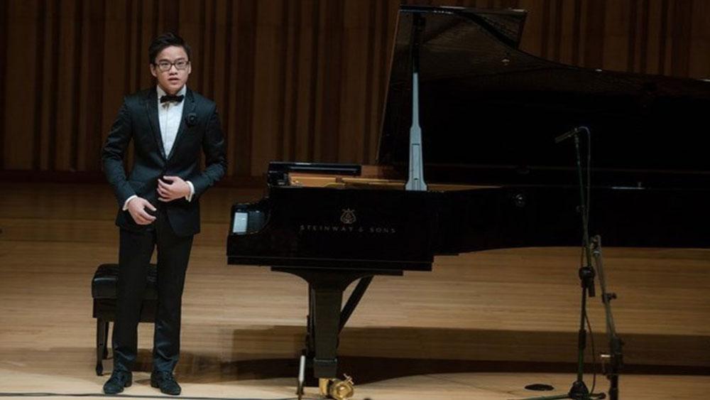 """""""Cậu bé vàng"""" piano Nguyễn Việt Trung về nước trình diễn"""