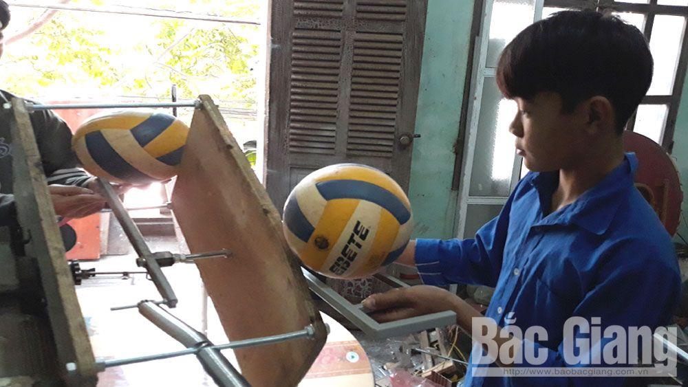Chế tạo máy hỗ trợ tập luyện bóng chuyền