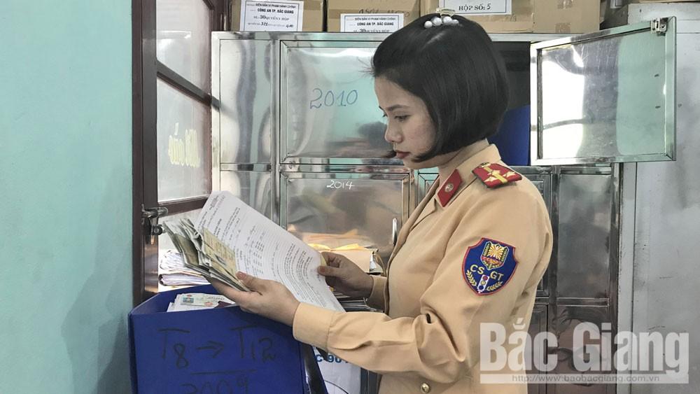 chủ phương tiện, bỏ giấy phép lái xe, trốn nộp phạt, nhờn luật, Bắc Giang