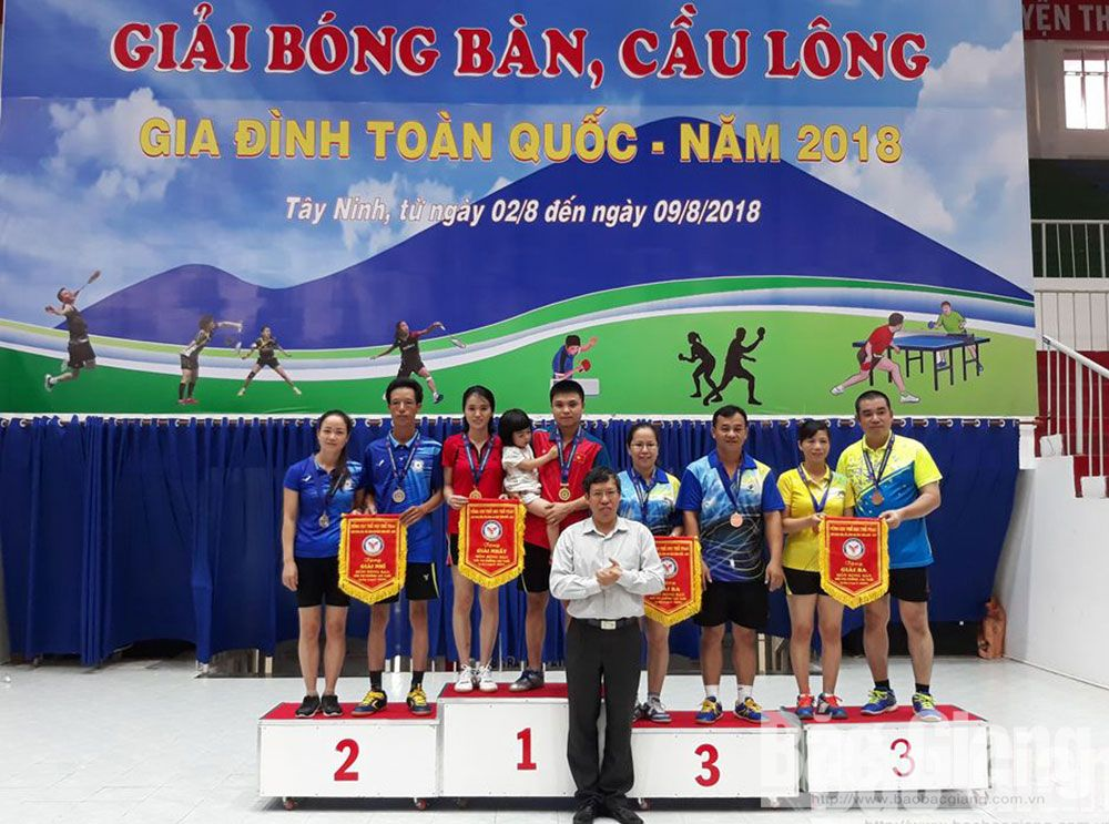 Bac Giang province, national badminton, table tennis tournament, families, Bac Giang team, mother and son, mother and daughter, father and son, father and daughter