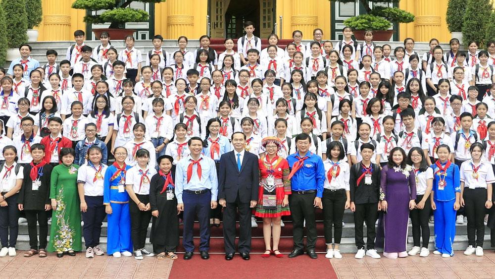Chủ tịch nước Trần Đại Quang gặp mặt đại biểu Chỉ huy Đội giỏi toàn quốc