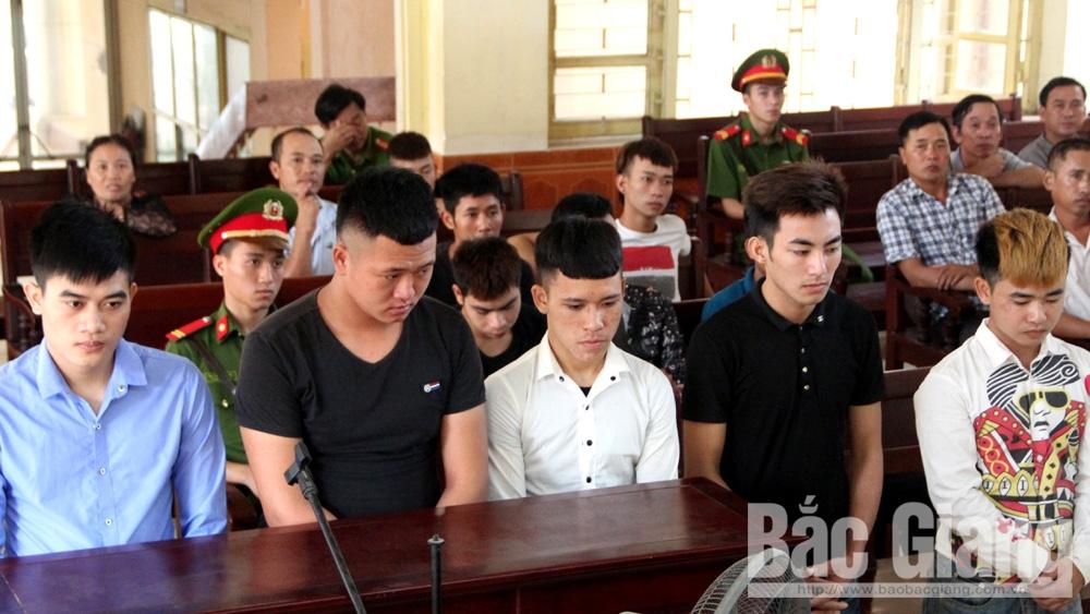 Hỗn chiến bằng súng tại Bắc Giang, kẻ đi tù, người mang tật