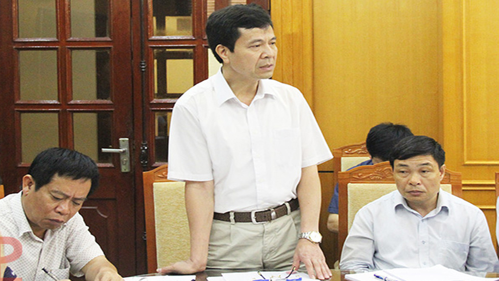 Bác sĩ Lê Công Tước (giữa) được bổ nhiệm giữ chức Giám đốc Bệnh viện Sản - Nhi tỉnh Bắc Giang. Ảnh tư liệu.