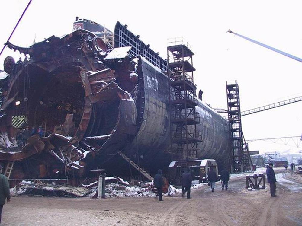 tàu ngầm hạt nhân Kurd, chìm xuống biển Barents, cướp đi mạng sống, Hải quân Nga