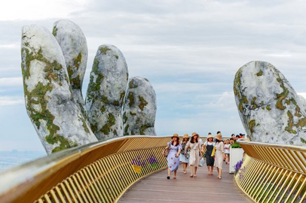 Da Nang city, Golden Bridge, Cau Vang, colossal pair of hands, media attention, dazzling design, wonderful structures, unusual bridges, architectural statements
