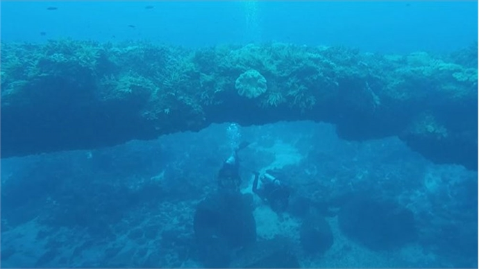 Underwater stone arch draws visitors to island district