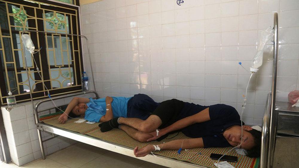 Hà Nam:  Nhiều công nhân nhập viện điều trị nghi do ngộ độc thực phẩm