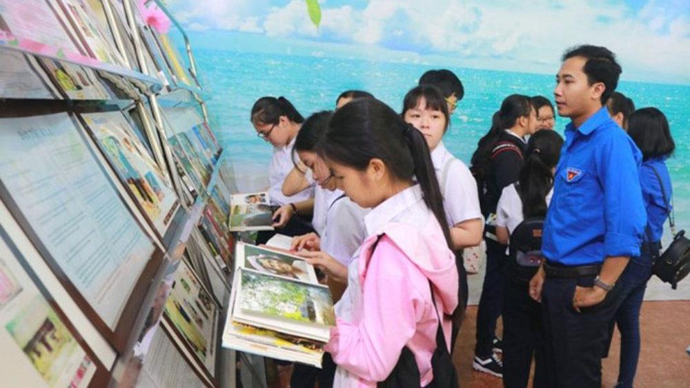 Trưng bày hình ảnh văn hóa đặc sắc về 54 dân tộc Việt Nam