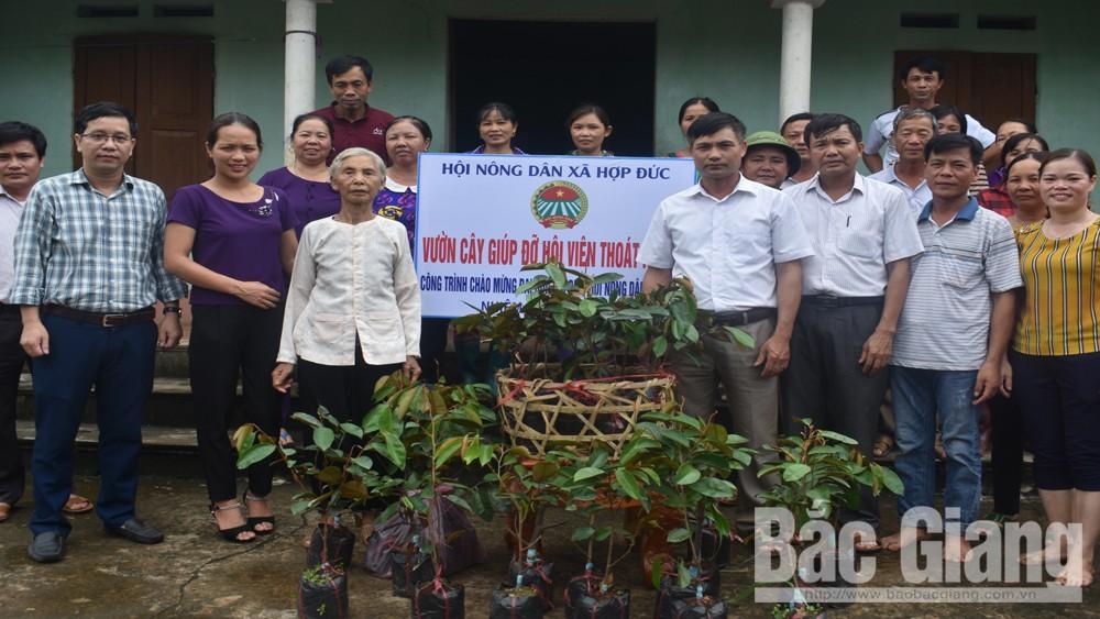 Trao vườn cây giúp đỡ hội viên nghèo