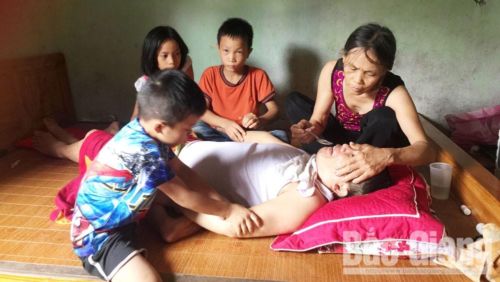Bắc Giang, Nguyễn Văn Phải, Nguyễn Thị Hồng, vợ đau yếu, chồng sống thực vật