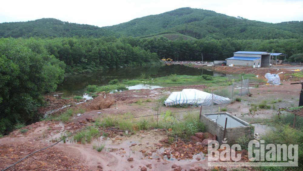Khu vực nước thải vượt quá quy chuẩn từ Công ty RTD tràn ra môi trường ở thôn Đẫng, xã Long Sơn (Sơn Động).