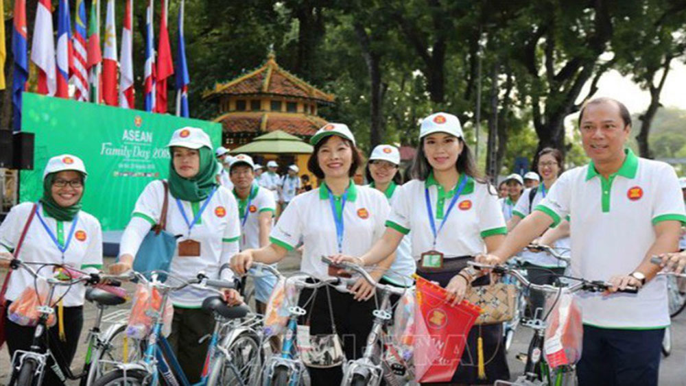 Hanoi hosts ASEAN Family Day with various activities