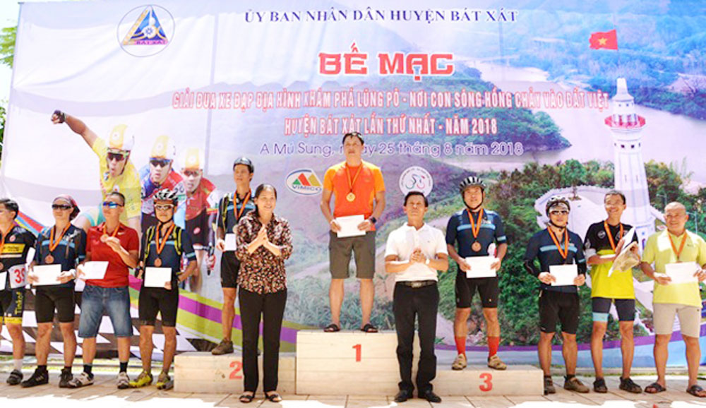 mountain bike race, Lung Po race, Red River flows, Bat Xat district, sporting event, National Day, 60th anniversary, Bat Xat Autumn Festival, tourism potential, cultural identities