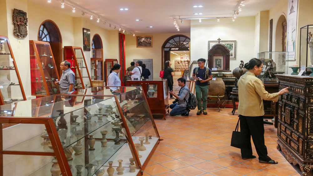 See history come alive through collection of ancient Vietnamese lamps