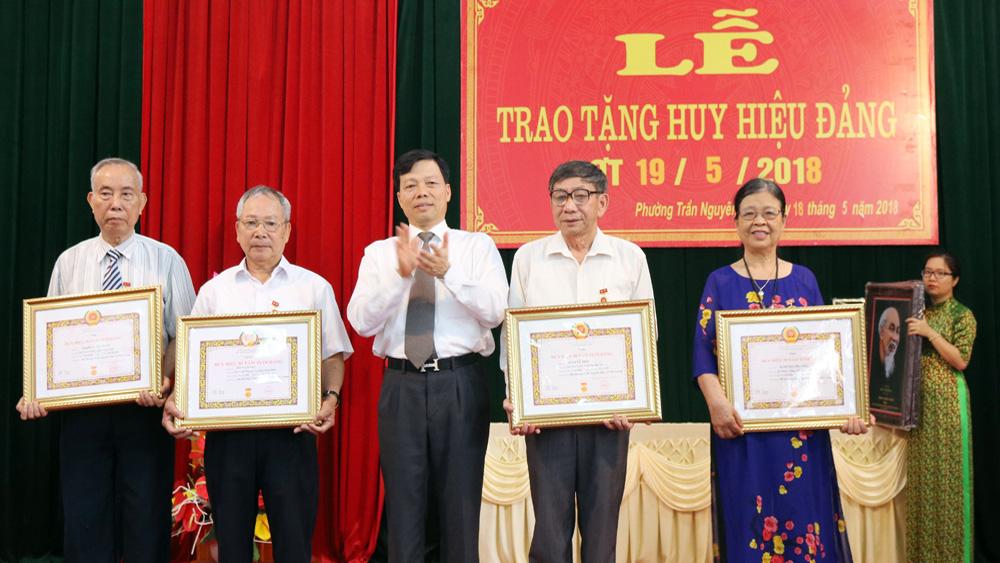TP Bắc Giang: 212 đảng viên được trao tặng Huy hiệu Đảng dịp 2-9
