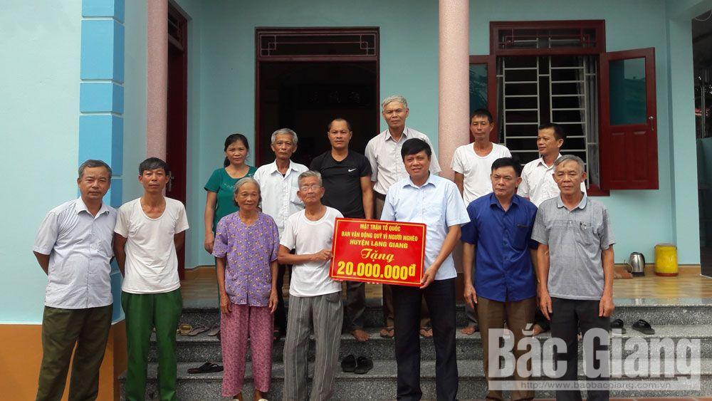 Hỗ trợ 10 hộ xây nhà Đại đoàn kết