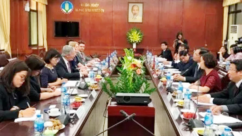Vietnam, NZ agriculture ministers talk farm produce improvements