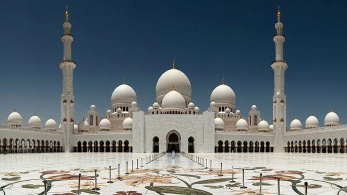 Loạt công trình chứng tỏ sự giàu có đến khó tin ở thủ đô của UAE
