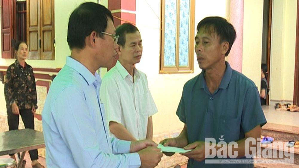 Phó Chủ tịch UBND tỉnh Bắc Giang Lê Ánh Dương thăm, động viên gia đình có hai con tử vong do đuối nước