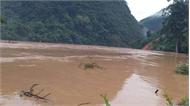 Thủy điện xả lũ gãy cầu, dân nháo nhào chạy lên núi lánh nạn