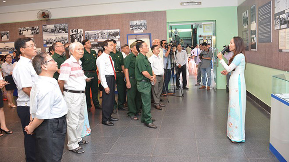 Exhibition on Paris Peace Accords opens in HCM City
