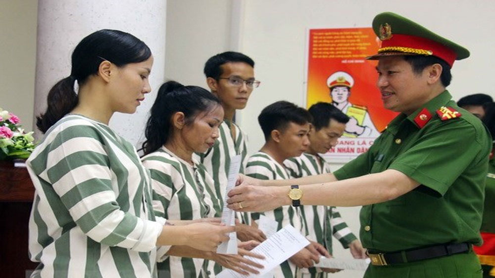 Tha tù trước thời hạn: Khuyến khích phạm nhân học tập, cải tạo