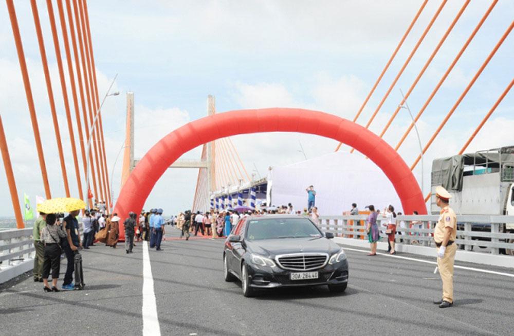 Ha Long-Hai Phong expressway opens to traffic