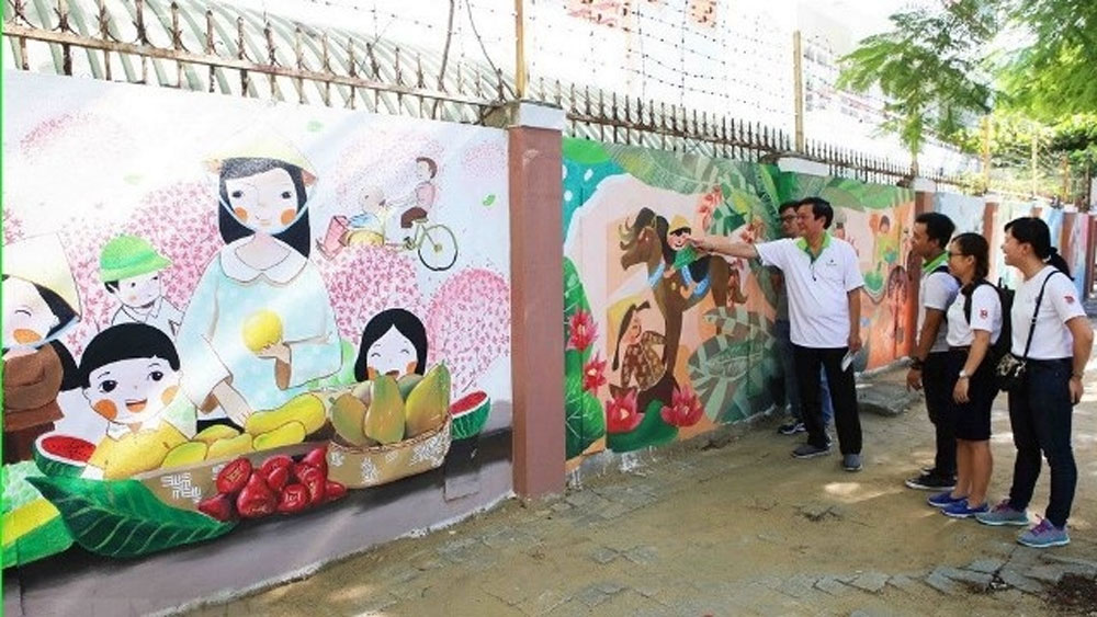 Colourful mural street, Da Nang city, mural painting street, Brighten up Your Life, Ho Nguyen Trung street, young volunteers, local residents, colorful mural paintings, vivid paintings, natural landscapes,fishing villages
