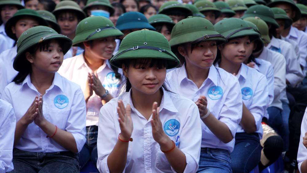 Học sinh Trường THPT Việt Yên số 2 tham dự lễ khai giảng.