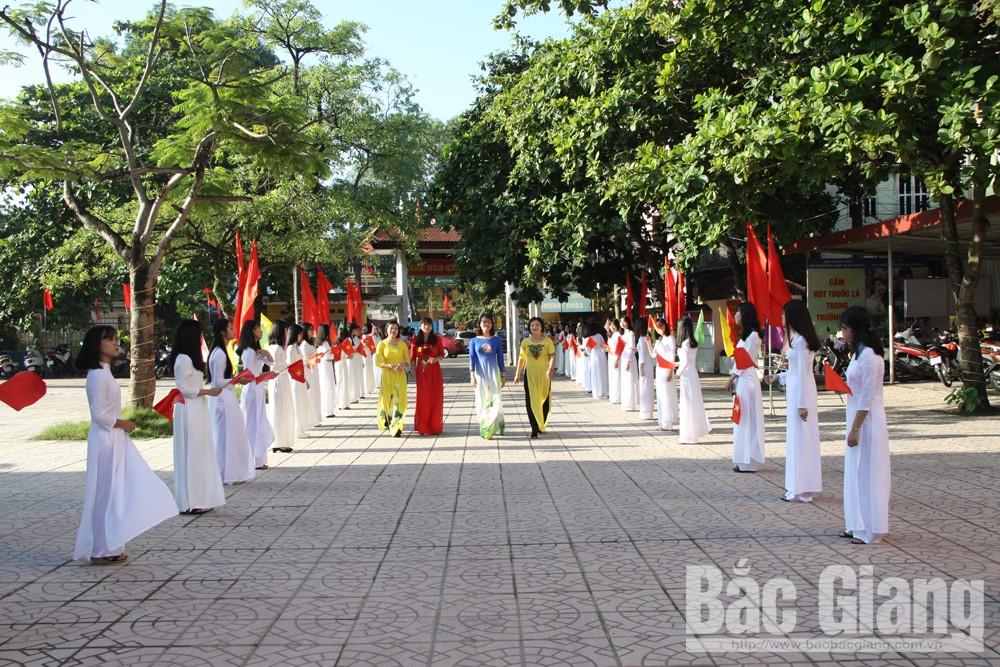 Lễ khai giảng tại Trường THPT Ngô Sĩ Liên (TP Bắc Giang) được chuẩn bị trang trọng, chu đáo.