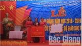 Phó Chủ tịch UBND tỉnh Nguyễn Thị Thu Hà dự khai giảng tại Trường Tiểu học Hoàng An (Hiệp Hòa)