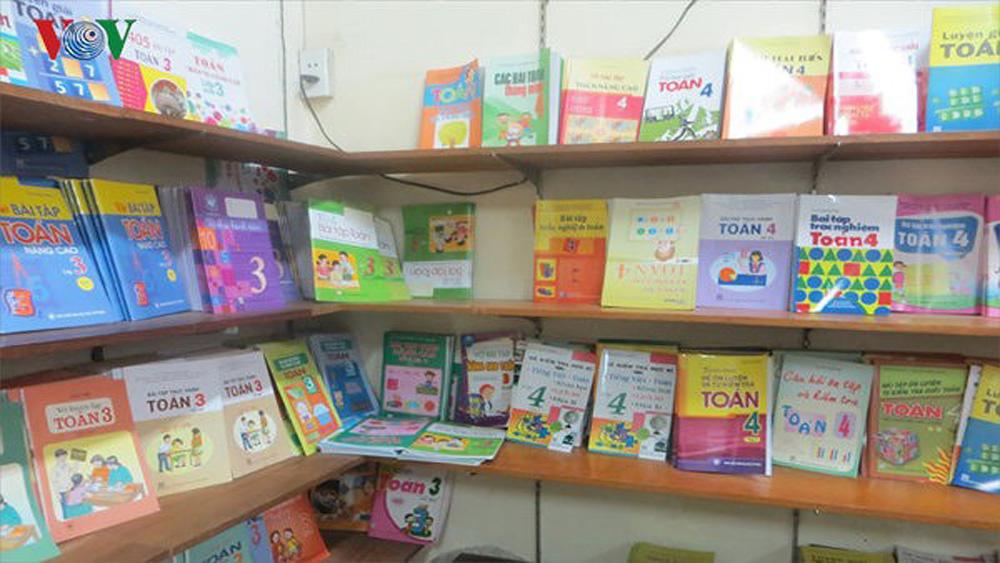 Hỗ trợ hơn 400 triệu đồng mua tặng sách giáo khoa