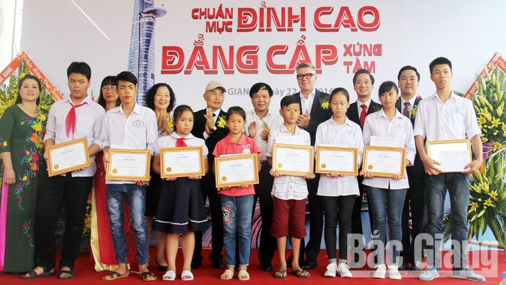 Dream on the wings, poor children,go to school, kind hearts, disadvantaged children, Bac Giang Newspaper, Protection of Children's Rights, Study Encouragement Association, material difficulties, excellent student, national contest, monthly scholarship