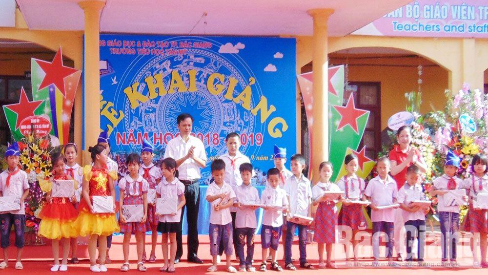 Động viên kịp thời học trò hiếu học