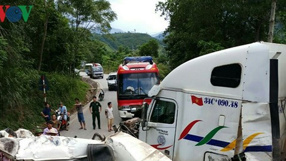4 ô tô đâm nhau liên hoàn ở Quảng Bình, nhiều người bị thương 