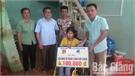 Trao 4,1 triệu đồng hỗ trợ gia đình chị Nguyễn Thị Ngân