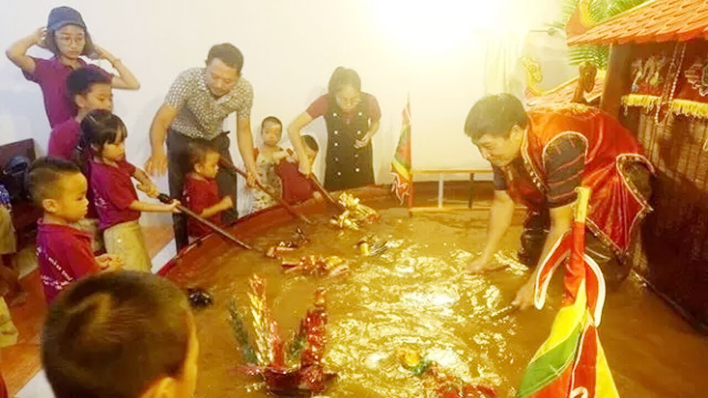 Artist Phan Thanh Liem showcase water puppetry in Italy
