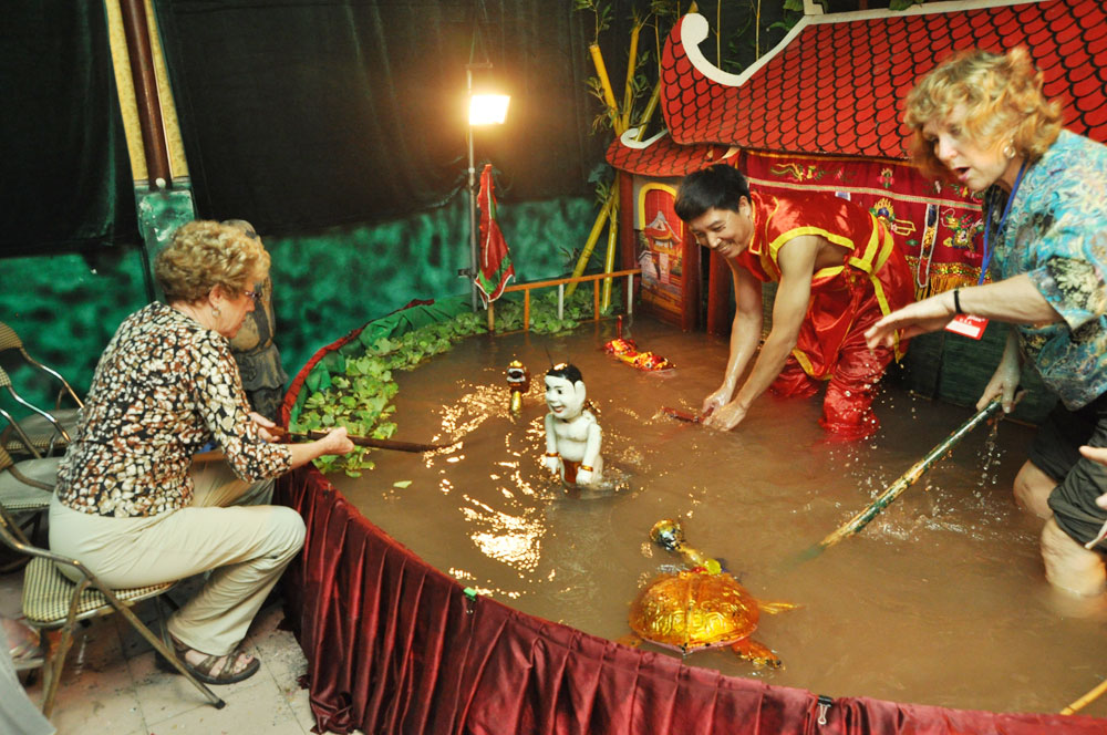 Artist Phan Thanh Liem, water puppetry, Italy, miniature water puppets,  39th Orient Festival, traditional performances, successful design artist, Asian countries