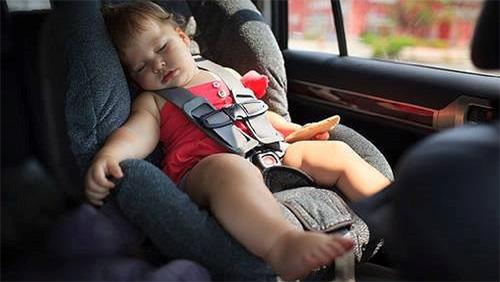 Trẻ em nên sử dụng ghế an toàn trên xe thế nào?