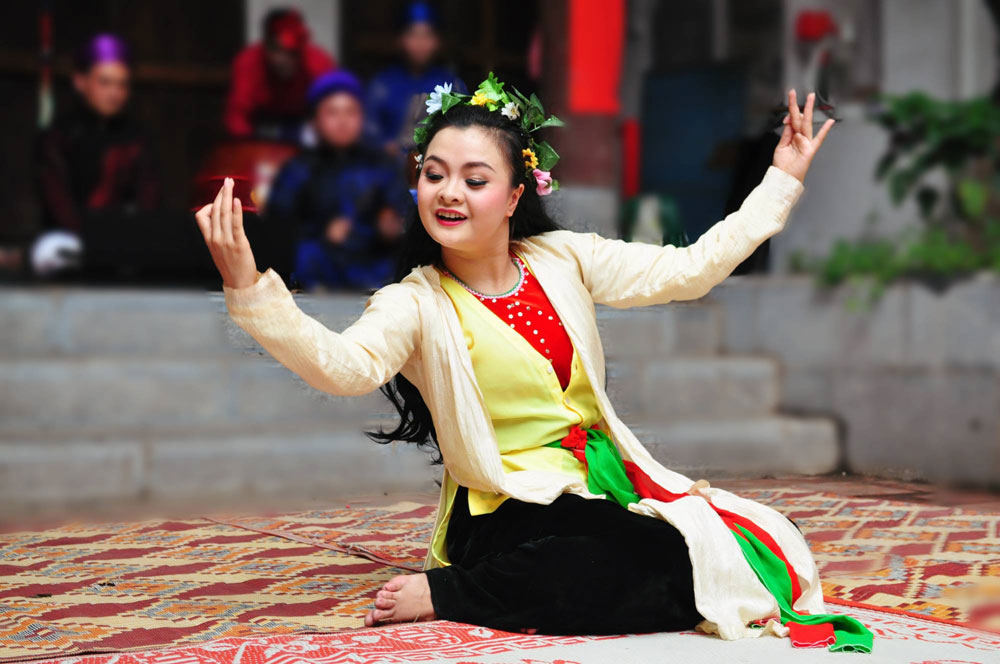 Vietnamese traditional opera, Hanoi students, arts of 'Cheo', Hao Nam Temple, intangible cultural heritage, basic knowledge, cheo performance, valuable opportunity